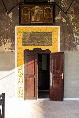 intrare-biserica